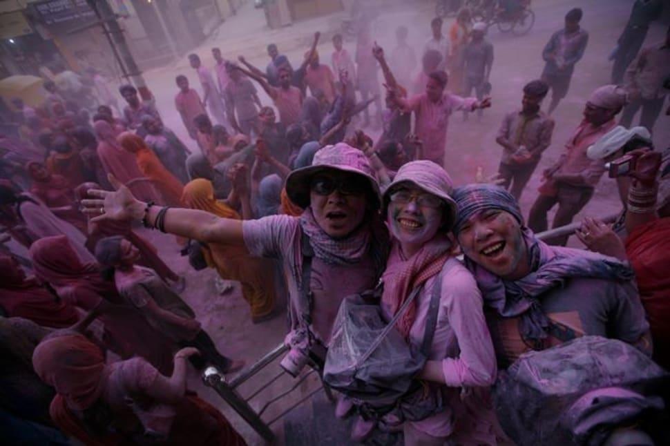 Holi Festival in Taj Mahal and Agra  - Best Season