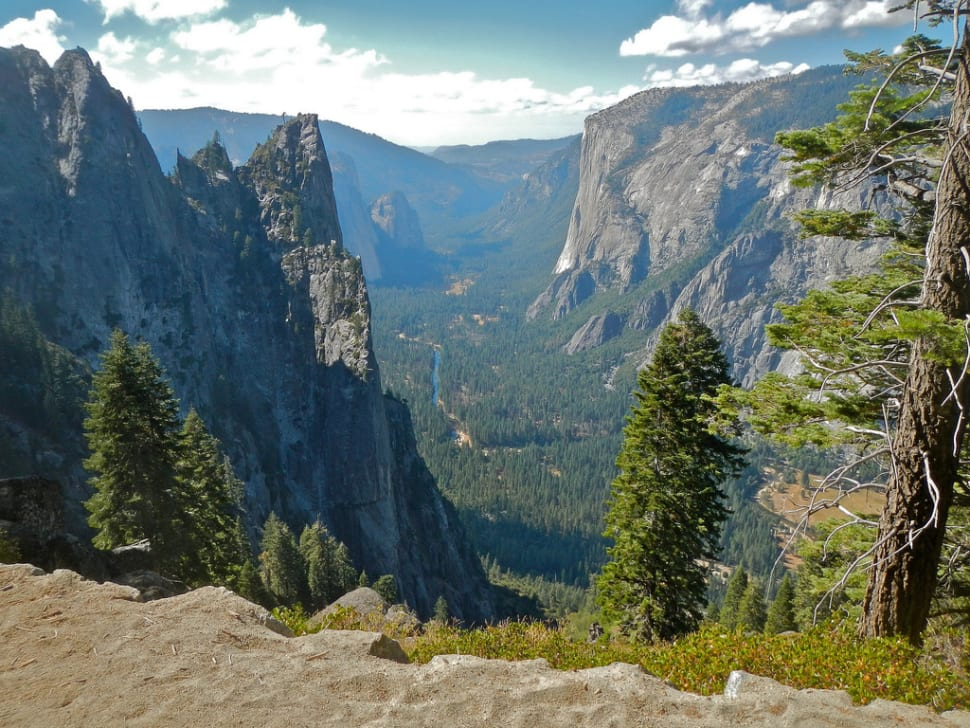 Yosemite National Park, hiking from Glacier Point into the valley.