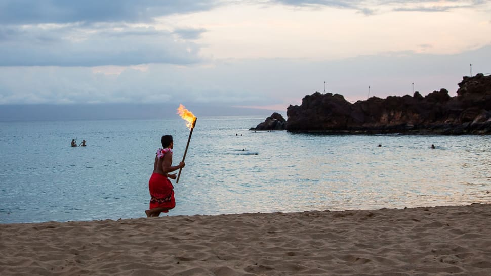 Torch Lighting and Cliff Diving in Hawaii - Best Season