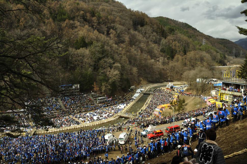 Best time for Onbashira Festival in Japan