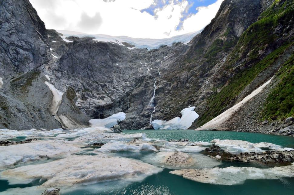Cascada de Ventisquero Colgante in Chile - Best Season