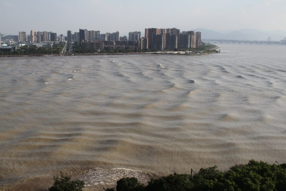 Qiantang River Tidal Bore in China - Best Season