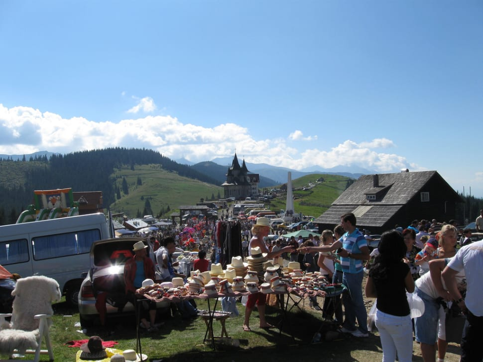 Best time for Prislop Pass Folk Festival in Romania