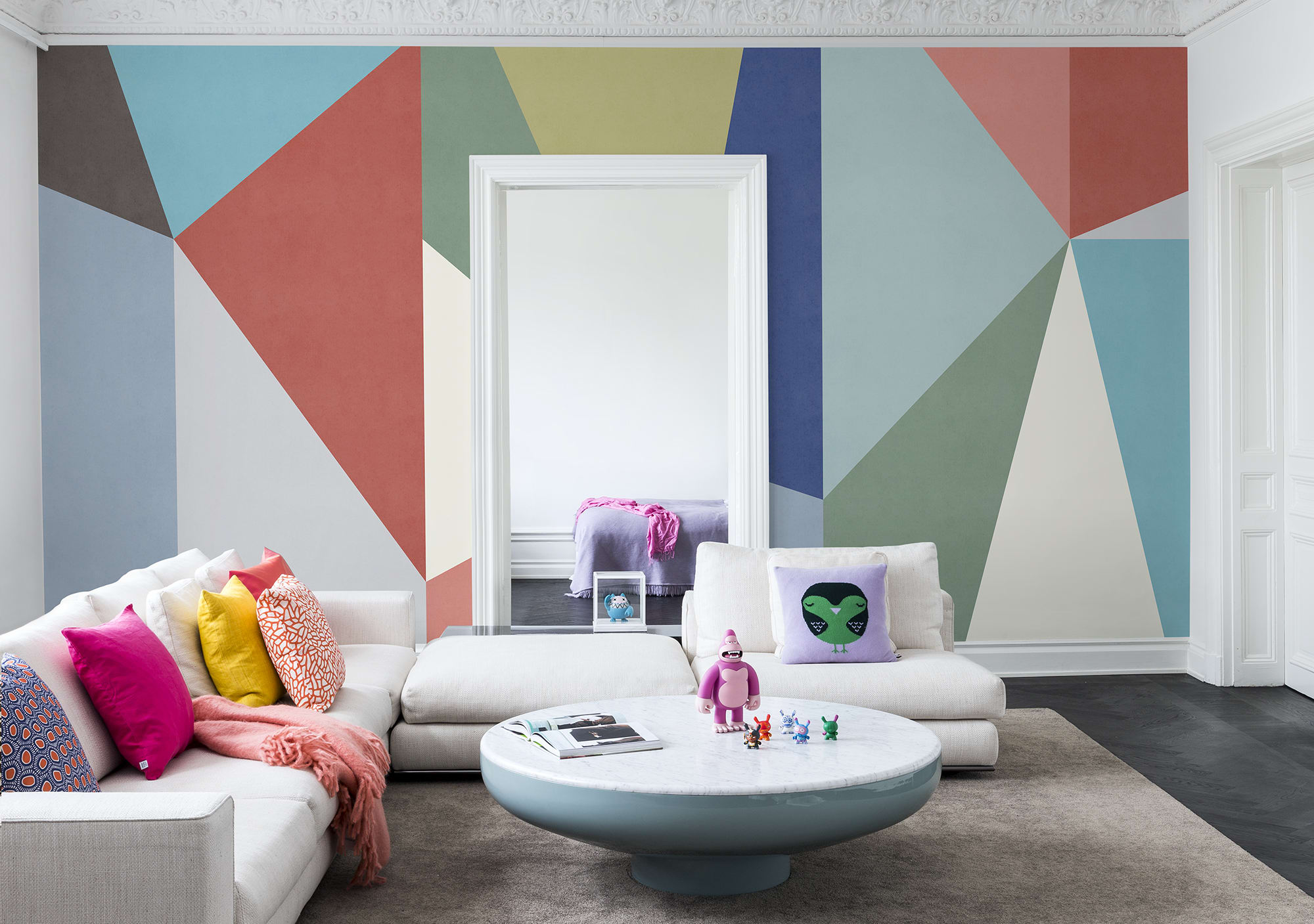 Rebel Walls lanza Spectrum, una colección de papel de pared multicolor para personas animadas