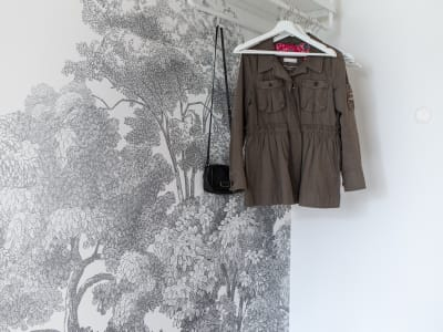 Murale R13054 Bellewood, Grey Toile immagine 1 di Rebel Walls