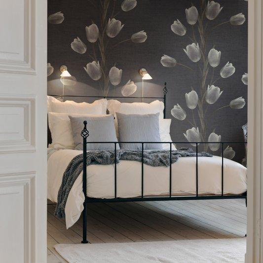 Tapete R13061 La Vie En Tulipe, Black Bild 1 von Rebel Walls