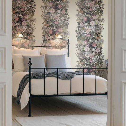 Tapete R13132 Flowerbed, Vintage Bild 1 von Rebel Walls