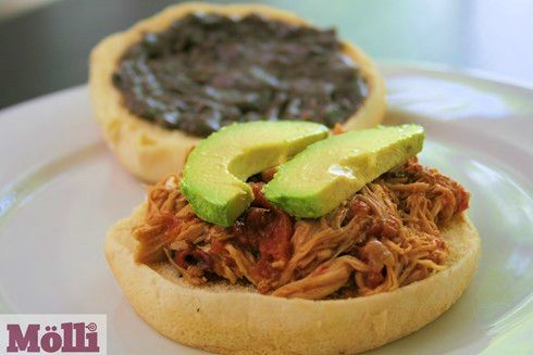 Pulled Chicken Sandwich (Torta de Pollo Deshebrado)