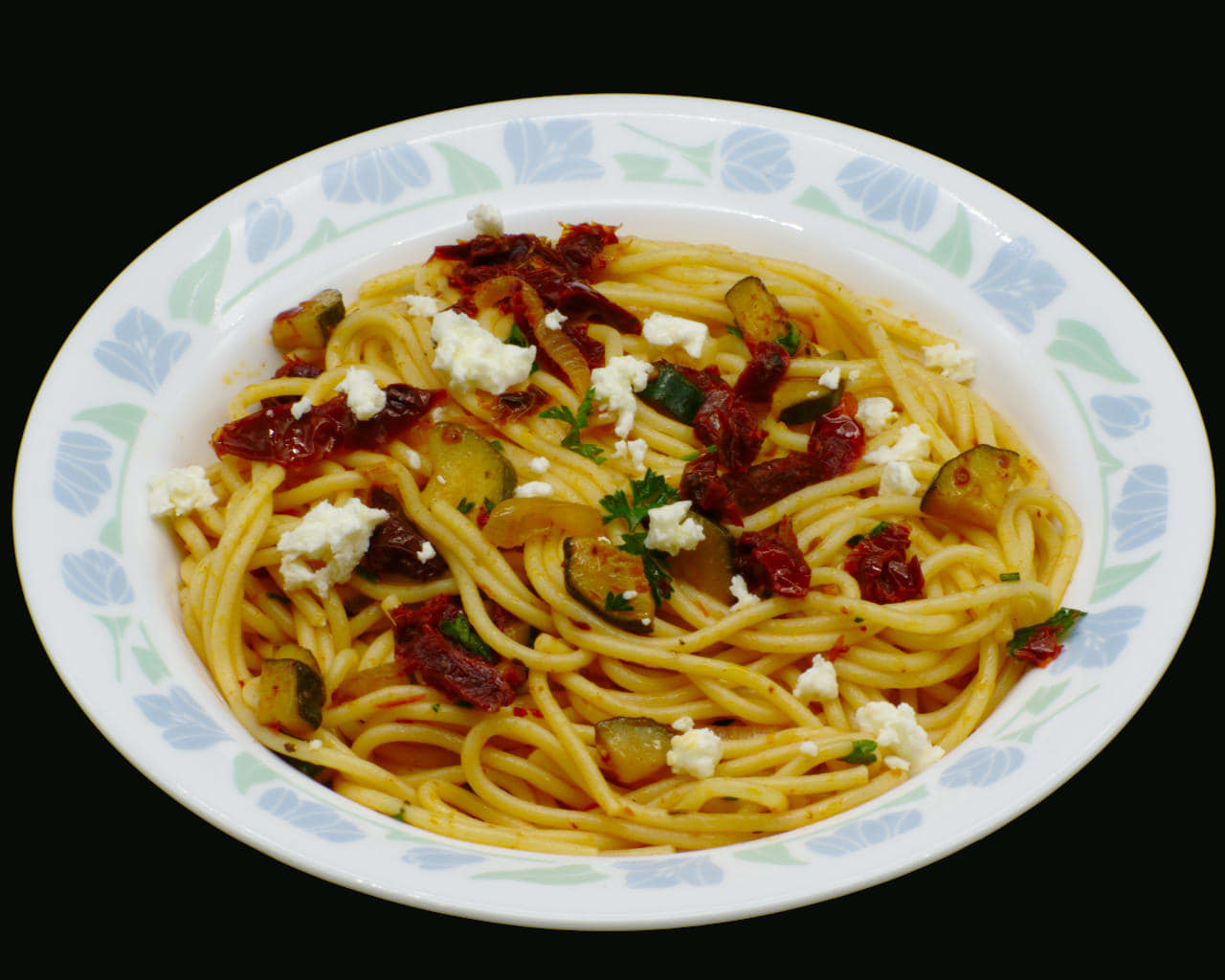 Pasta With Sun-Dried Tomatoes and Zucchini Image