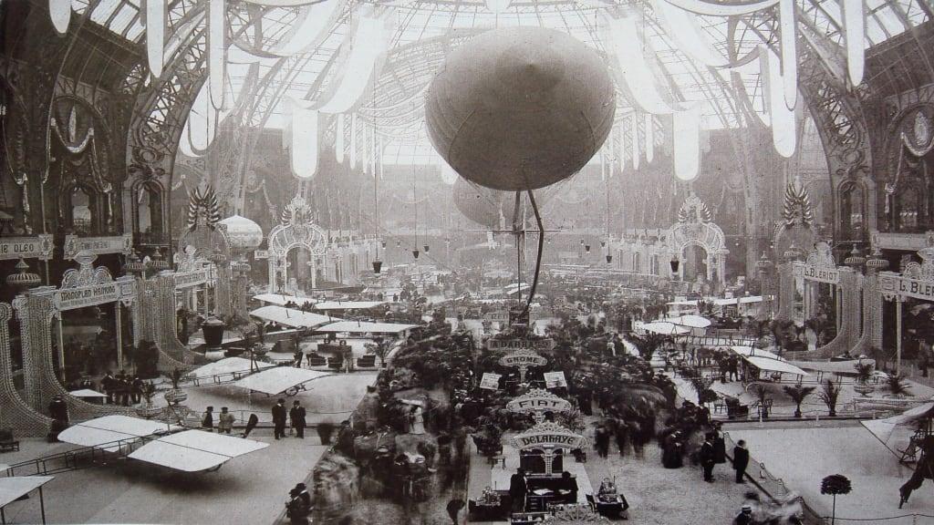 Salon de la locomotion aérienne dans la nef du Grand Palais, 1909
