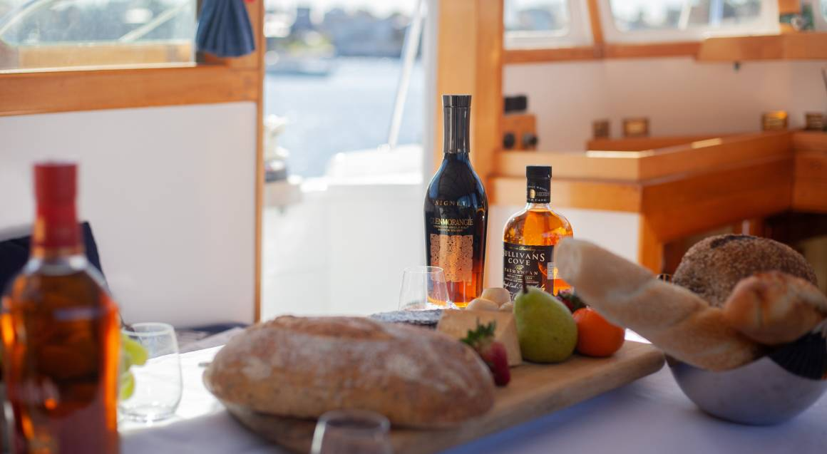 Private Whisky Lesson on a Classic Wooden Boat - For 6