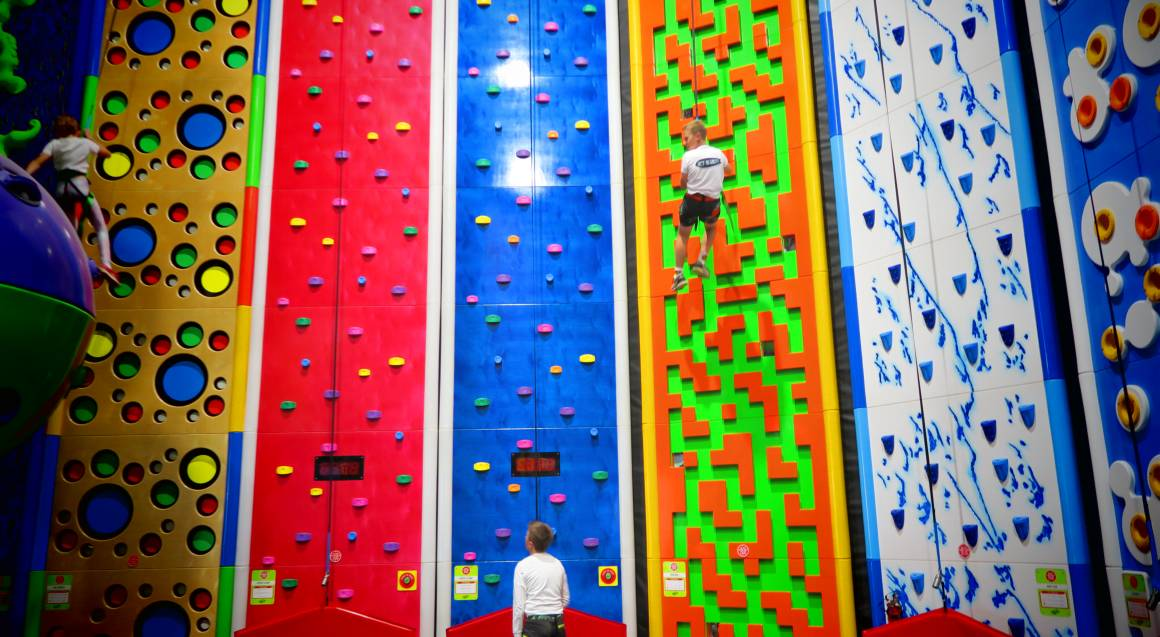 Indoor Climbing and Virtual Reality Adventure - 90 Minutes