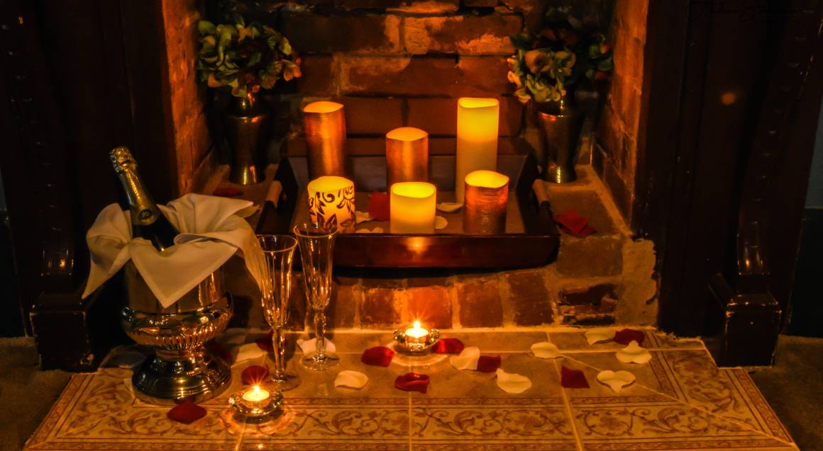 Romantic Getaway with Breakfast and Sparkling Wine - 1 Night