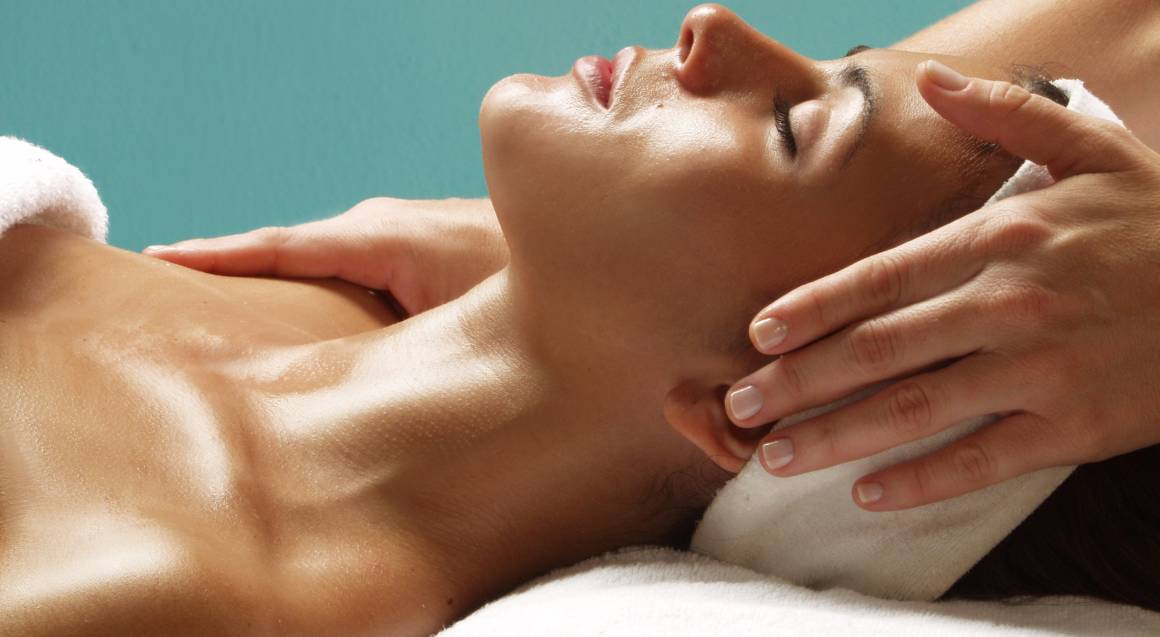Full Body Aromatherapy Massage with Scalp Treatment