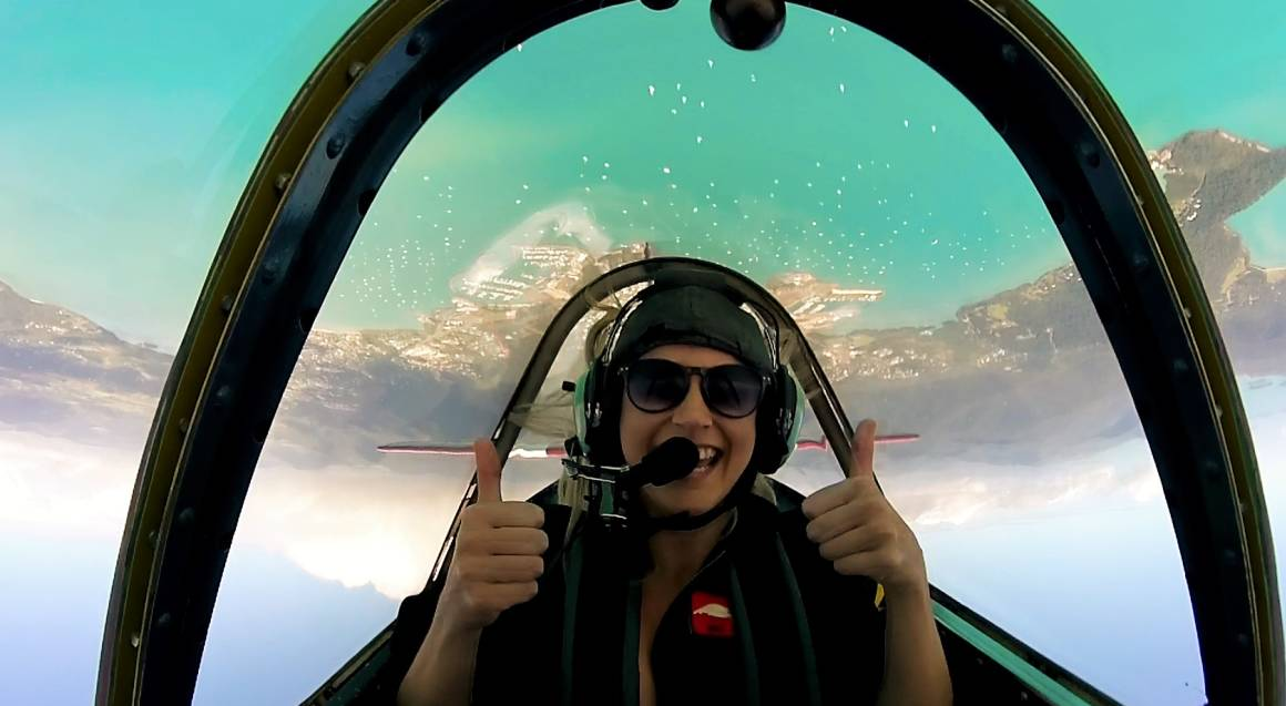 Gentle Aerobatic Flight Adventure - 15 Minutes