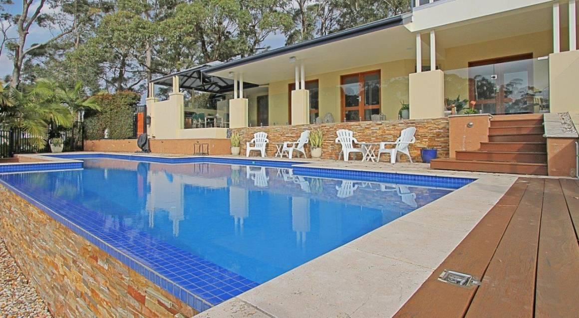 pool and pool chair at ridge retreat mollymook