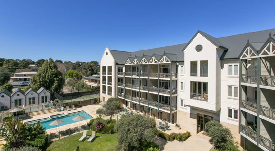 Portsea Getaway with Breakfast Hamper and Hot Springs- For 2