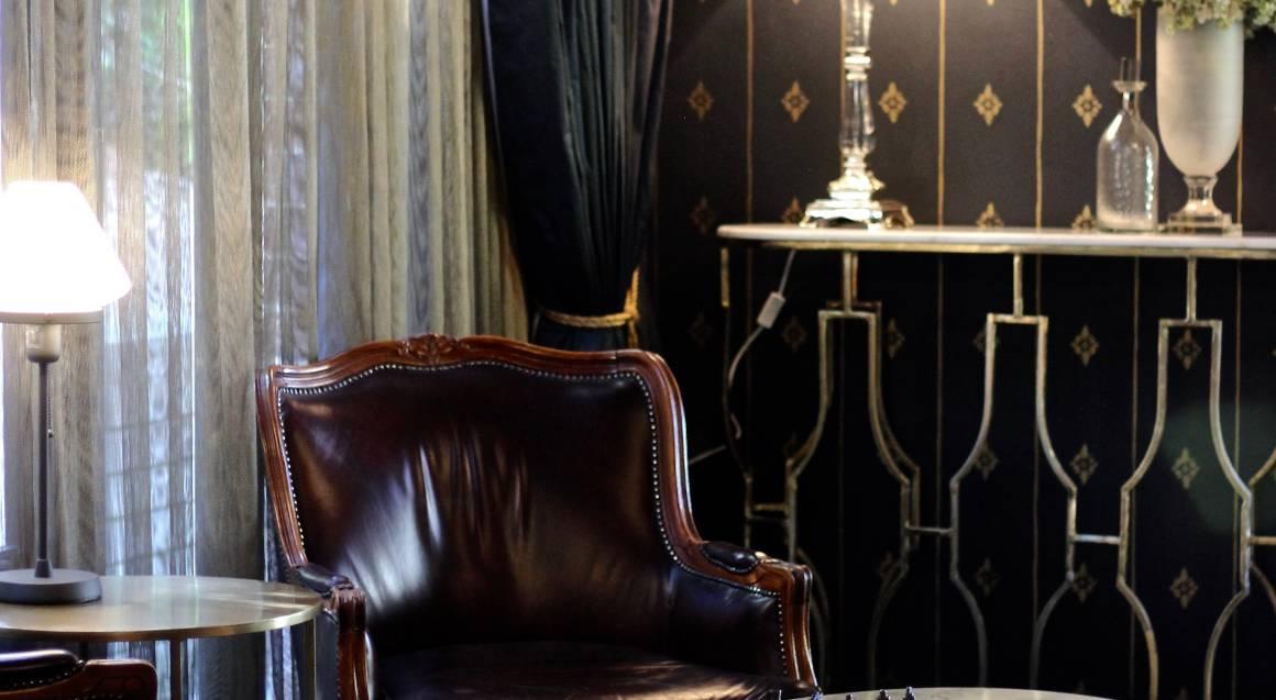 Berida Hotel bowral chess table