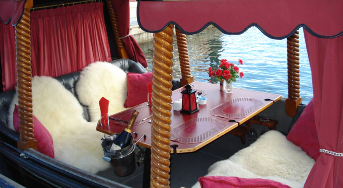 Gondola Dinner Cruise - Red Carpet Arrival and Bubbly