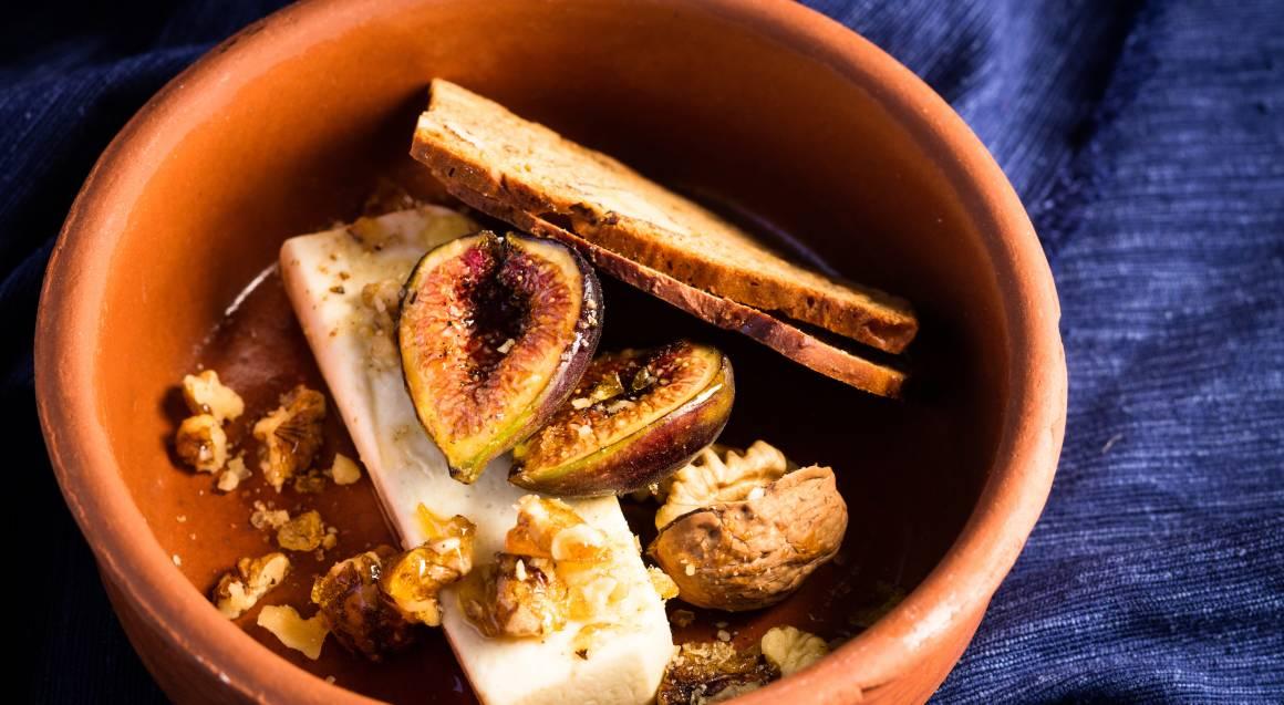 bowl with gorgonzola, figs and walnuts