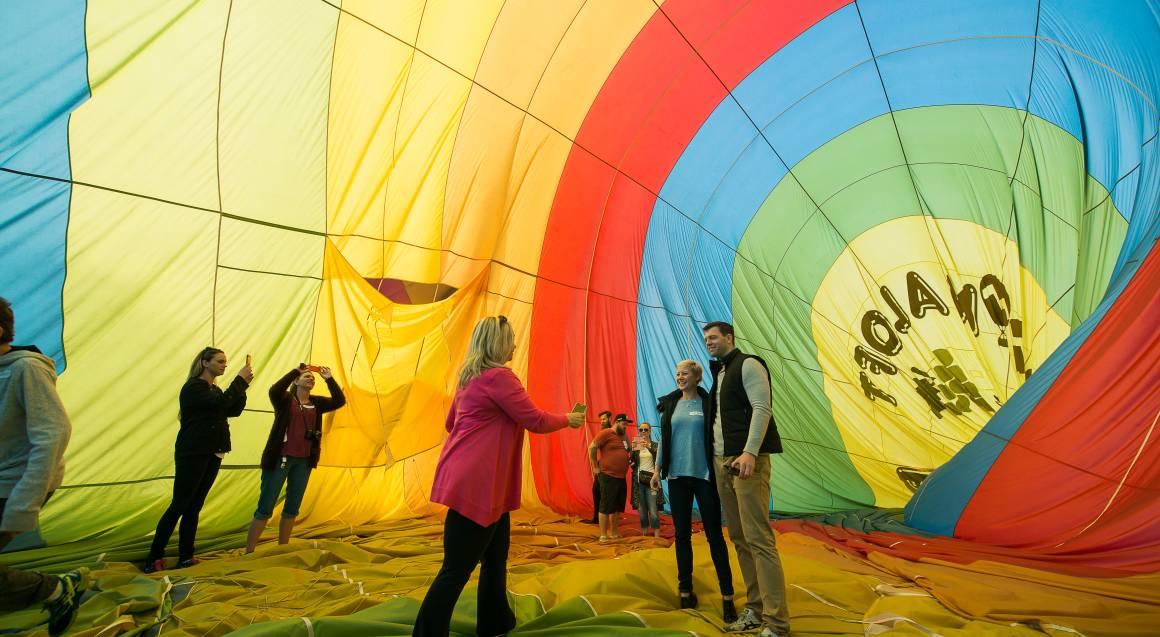 Hot Air Balloon Hunter Valley letting down parachute