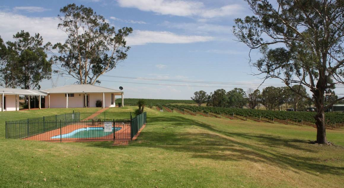 2 Night Winery Getaway with Breakfast and Lunch - Midweek
