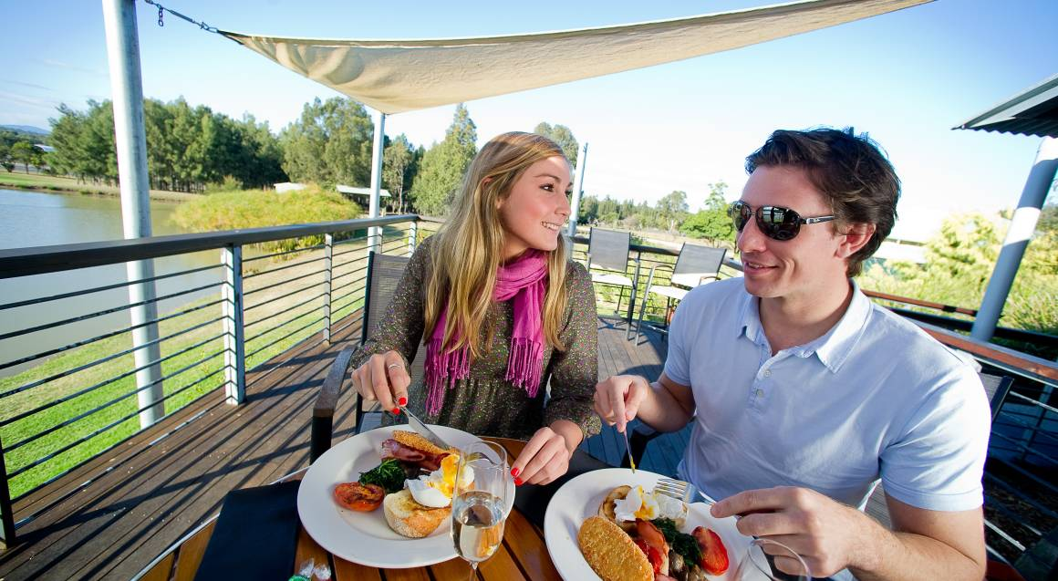 guests eating hot breakfast hunter valley