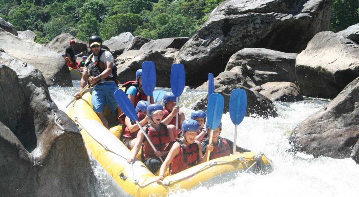 Raging Thunder Adventures group white water rafting tully river