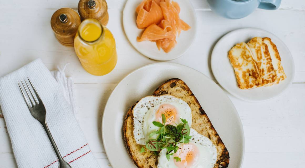 2 Course Brunch with Fresh Juice and Coffee - For 2