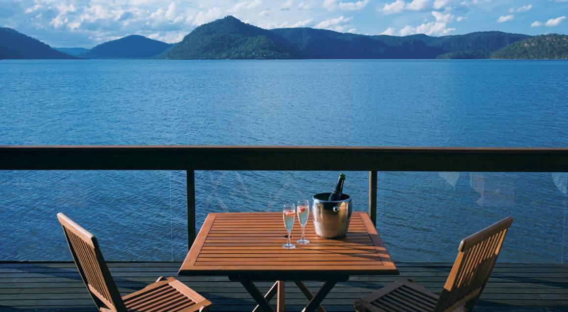 Jonah's restaurant table overlooking whale beach