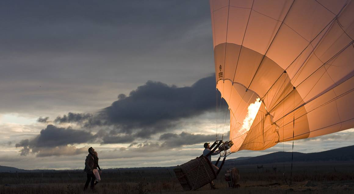 hot air balloon deflating yarra valley