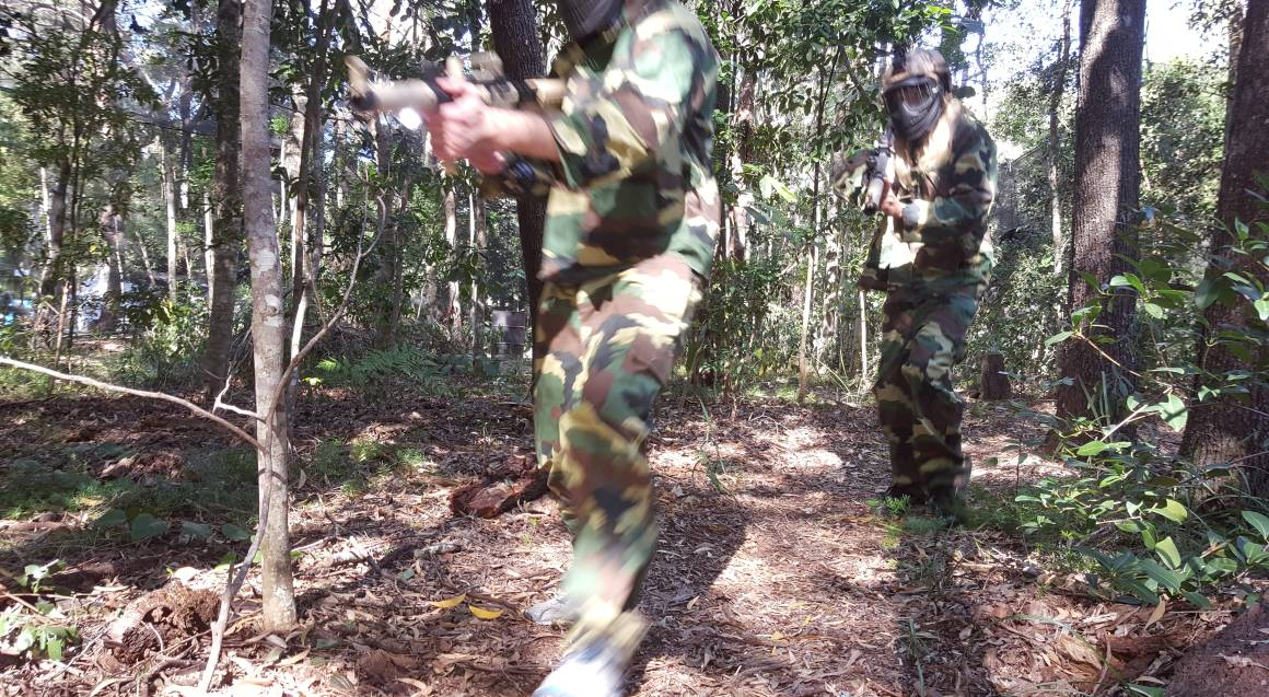 Xperiences Paintball sunshine coast men aiming gun on course