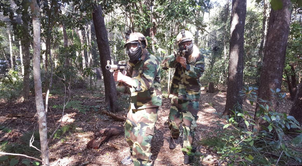 Xperiences Paintball sunshine coast men aiming and shooting