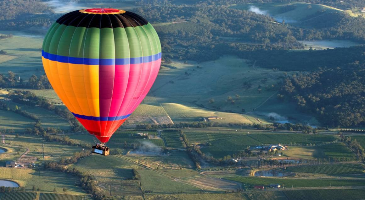 hot air balloon over yarra valley