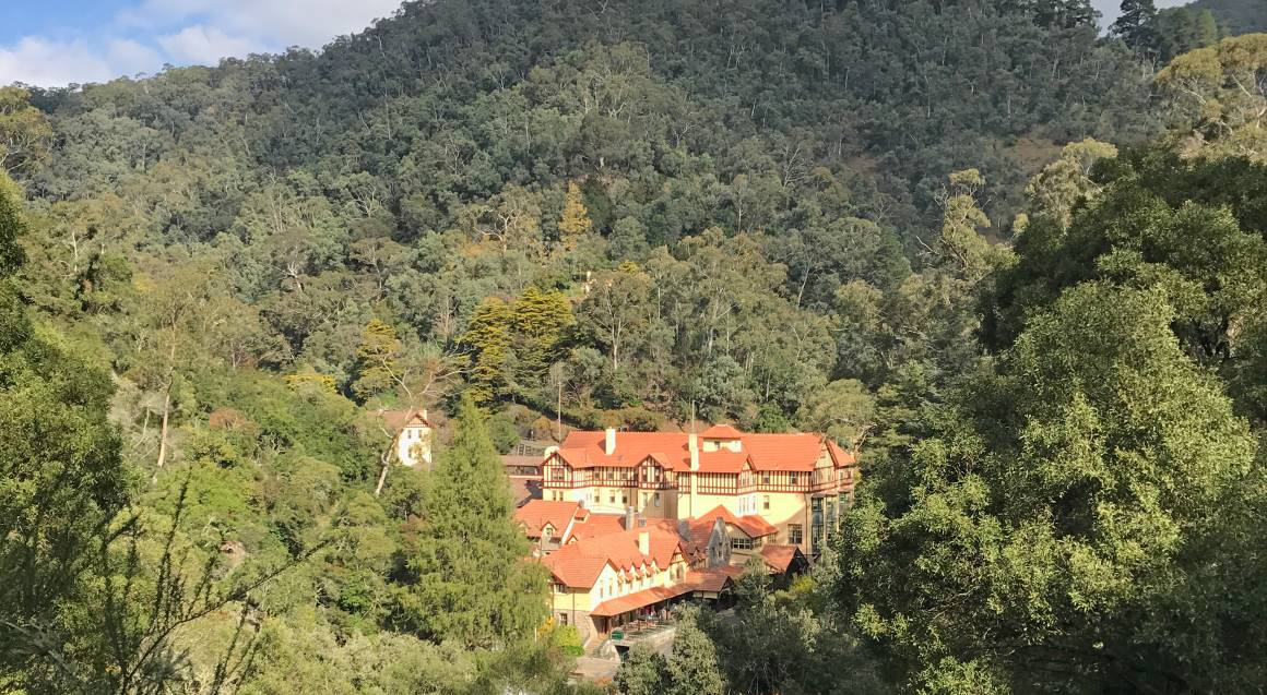 Jenolan Caves Getaway, Night Cave Tour and Breakfast - For 2