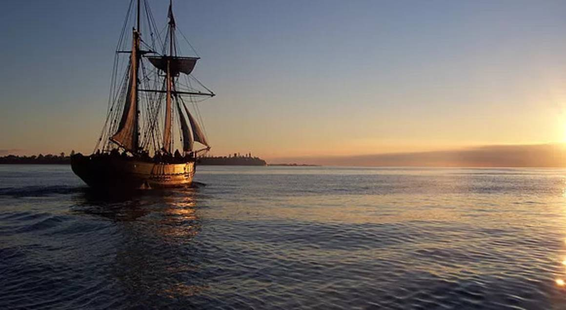 Evening Tall Ship Cruise from Williamstown - Family