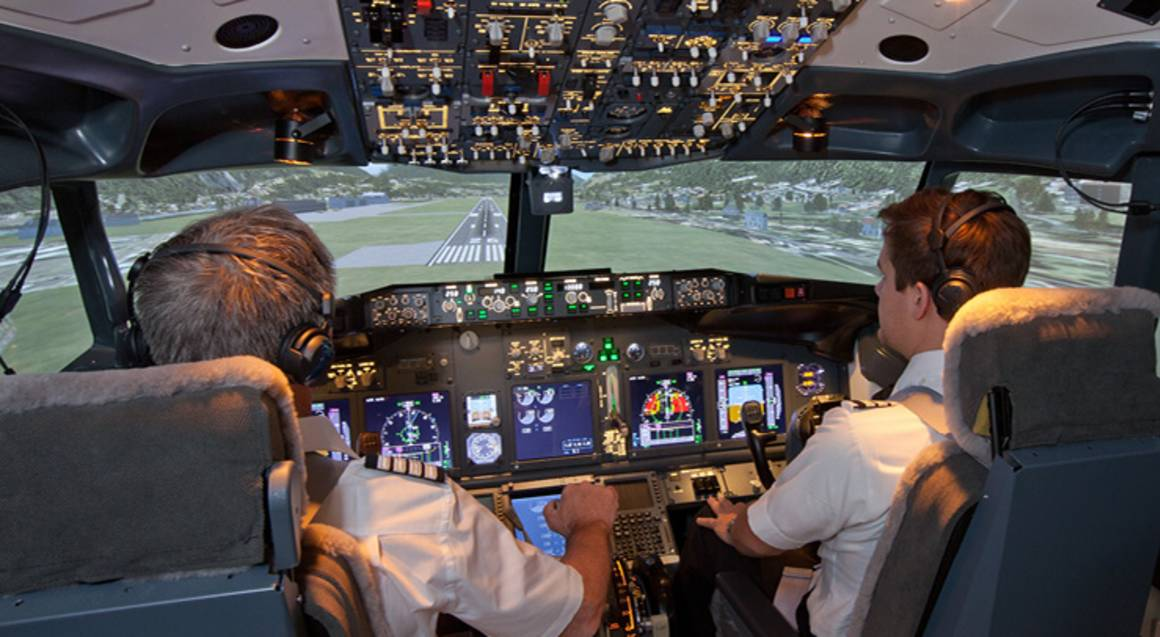 737-800 Boeing Flight Simulator Experience - 30 Minutes