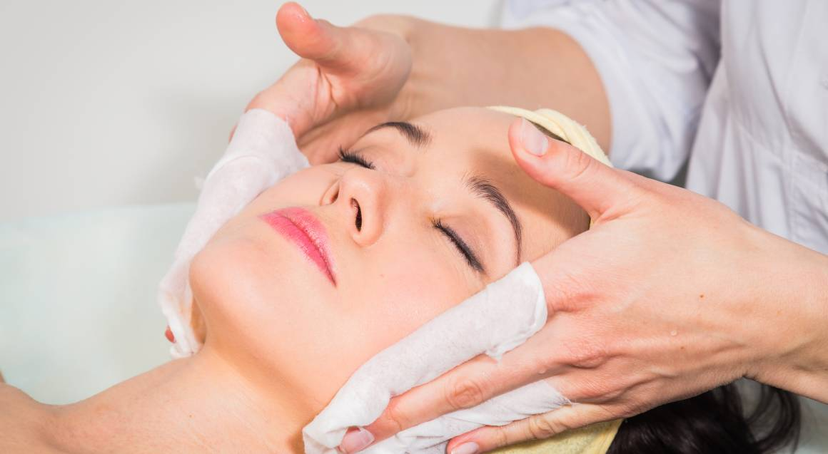 Massage and Facial at Home - 90 Minutes