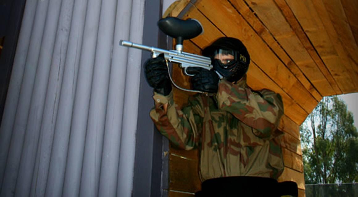 man playing paintball aiming gun bonneys perth