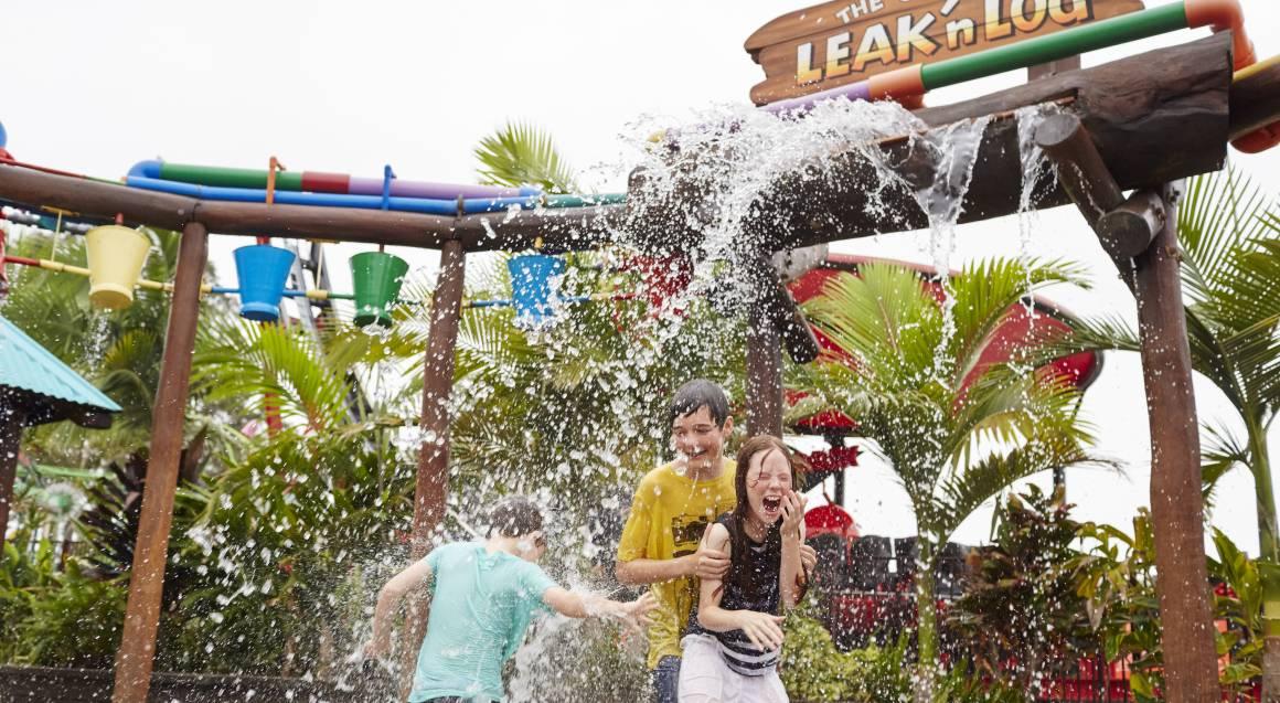 Aussie World kids playing in leak n lodge water park