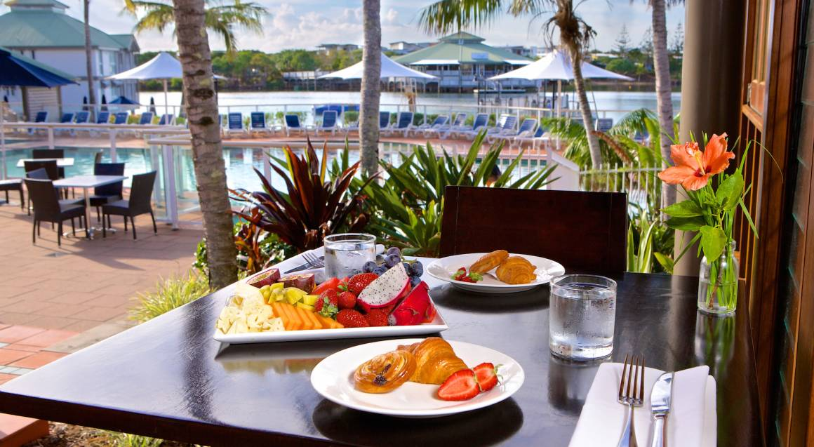 2 Night Midweek Suite Stay with Breakfast and Dinner - For 4