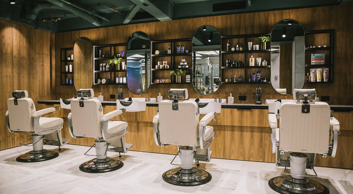 Mens Hot Towel Shave and Hair Cut with Beer and Gift