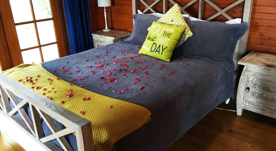 Romantic Getaway with Massages and Brekkie Hamper - Weekend
