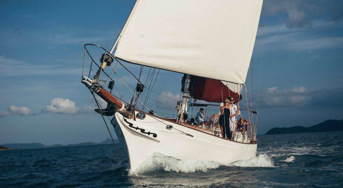 Sail Away to Whitehaven Beach - Yachting and Beach Tour