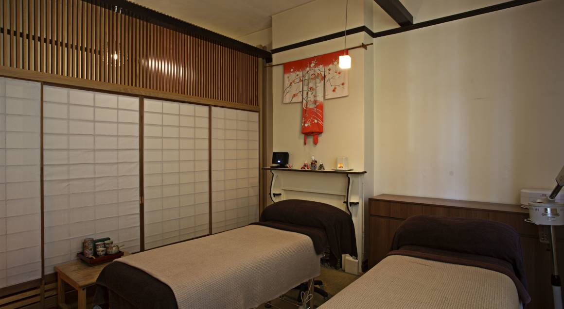 Back Massage with Custom Facial and Foot Bath