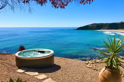 Spa overlooking beach on Kangaroo Island