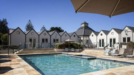 RedBalloon Portsea Family Getaway with Breakfast Hamper - 2 Nights
