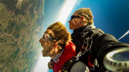 RedBalloon Tandem Skydive over Byron Bay - 15,000ft - Midweek