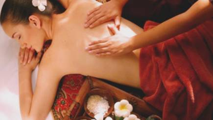 RedBalloon Relaxation Massage, Facial Treatment and Foot Soak - 95 Mins