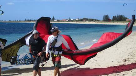 RedBalloon Kitesurfing for Beginners to Advanced- 6.5 Hour 3 Day Course
